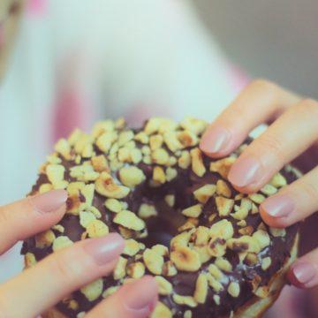 甘いものが食べたくなる原因